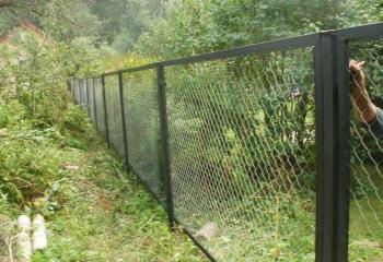 Забор из сетки рабицы и в секциях